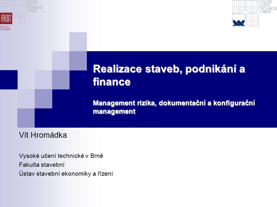 Management rizika 12 27.9.2016 Číselné charakteristiky rizika investičních projektů - scénáře Scénáře scénář lze chápat jako vzájemně konzistentní kombinaci hodnot klíčových rizikových faktorů (jsou založené na věrohodných a konzistentních předpokladech) každý scénář představuje určitý odlišný budoucí vývoj (stav) podnikatelského okolí užitečným nástrojem pro zobrazení scénářů v případě dvou a více rizikových faktorů jsou pravděpodobnostní stromy:  mají podobu grafu (situační uzly, hrany)  uzly reprezentují rizikové faktory, resp.