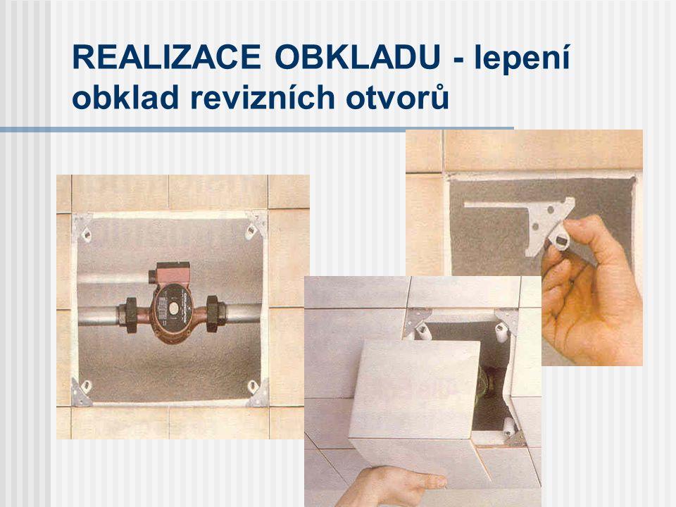 REALIZACE OBKLADU - lepení údaje z technického listu Lepidlo se na podkladní konstrukci nanáší zubovou stěrkou, přičemž velikost ozubení stěrky je určena velikostí nejdelší strany obkladového prvku a kvalitou podkladu (stěrky s velikostí zubu 3, 4, 6, 8 mm a více).