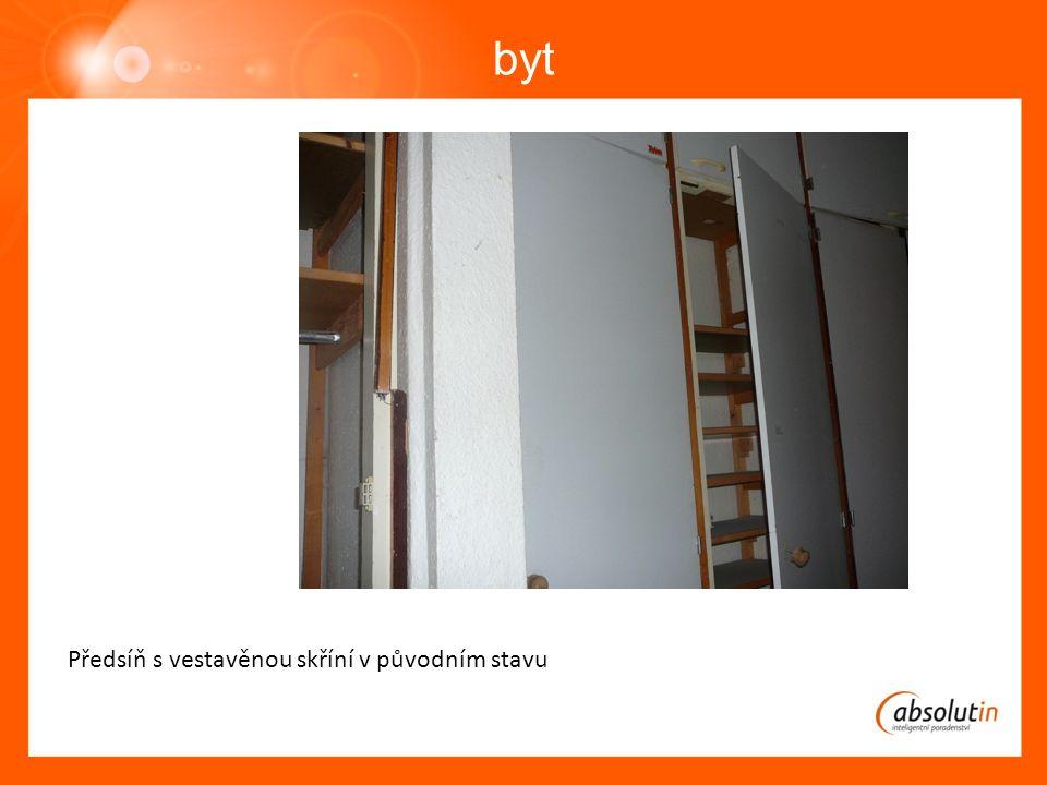byt Předsíň s vestavěnou skříní v původním stavu