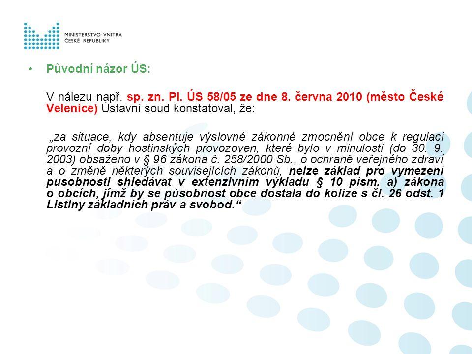 """Původní názor ÚS: V nálezu např. sp. zn. Pl. ÚS 58/05 ze dne 8. června 2010 (město České Velenice) Ústavní soud konstatoval, že: """"za situace, kdy abse"""
