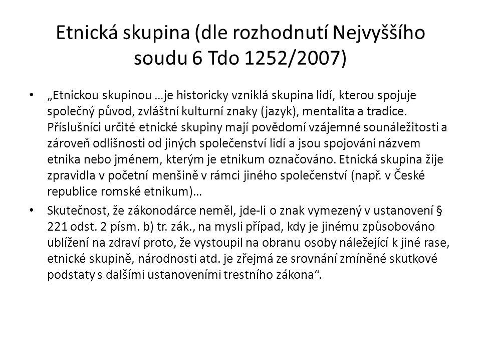 """Etnická skupina (dle rozhodnutí Nejvyššího soudu 6 Tdo 1252/2007) """"Etnickou skupinou …je historicky vzniklá skupina lidí, kterou spojuje společný půvo"""