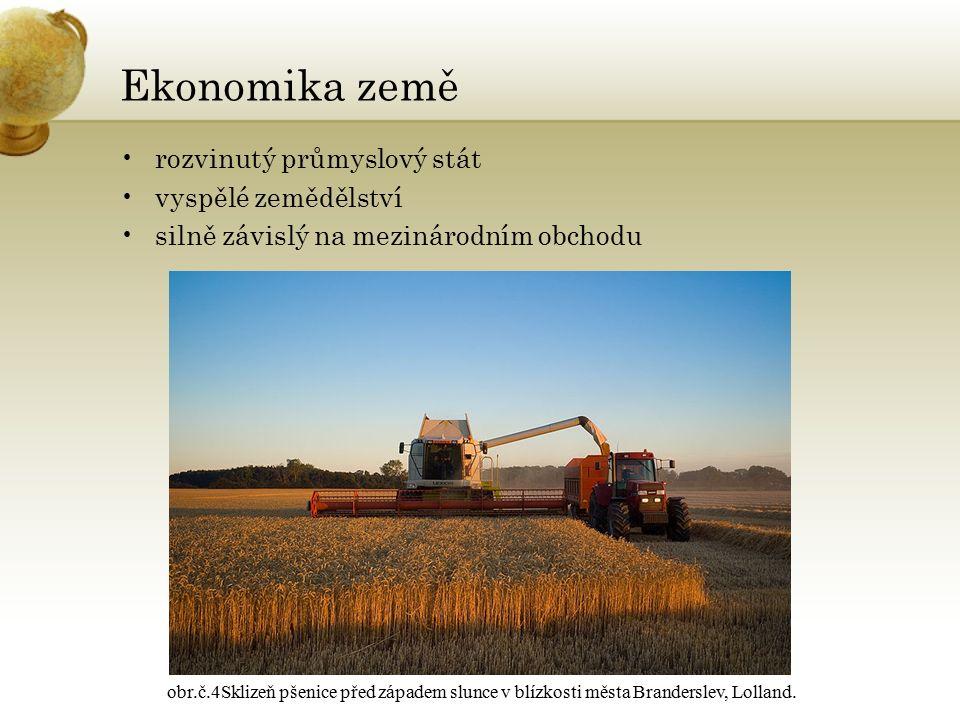 Ekonomika země rozvinutý průmyslový stát vyspělé zemědělství silně závislý na mezinárodním obchodu obr.č.4Sklizeň pšenice před západem slunce v blízkosti města Branderslev, Lolland.