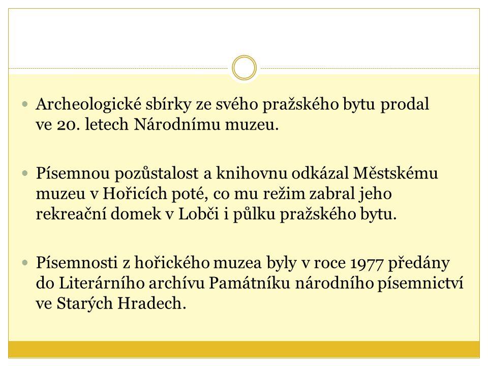 Archeologické sbírky ze svého pražského bytu prodal ve 20.