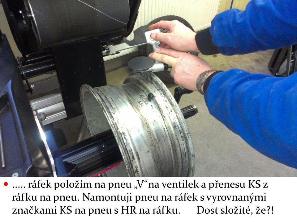 "..... ráfek položím na pneu ""V""na ventilek a přenesu KS z ráfku na pneu. Namontuji pneu na ráfek s vyrovnanými značkami KS na pneu s HR na ráfku. Dost"
