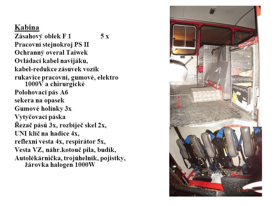 Kabina Zásahový oblek F 1 5 x Pracovní stejnokroj PS II Ochranný overal Taiwek Ovládací kabel navijáku, kabel-redukce zásuvek vozík rukavice pracovní, gumové, elektro 1000V a chirurgické Polohovací pás A6 sekera na opasek Gumové holínky 3x Vytyčovací páska Řezač pásů 3x, rozbíječ skel 2x, UNI klíč na hadice 4x, reflexní vesta 4x, respirátor 5x, Vesta VZ, náhr.kotouč pila, budík, Autolékárnička, trojúhelník, pojistky, žárovka halogen 1000W