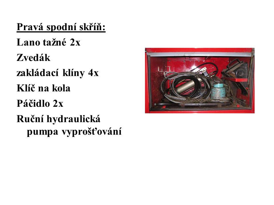 Pravá spodní skříň: Lano tažné 2x Zvedák zakládací klíny 4x Klíč na kola Páčidlo 2x Ruční hydraulická pumpa vyprošťování