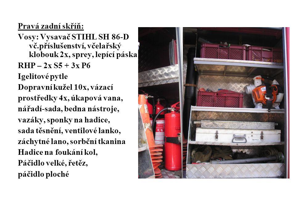 Pravá zadní skříň: Vosy: Vysavač STIHL SH 86-D vč.příslušenství, včelařský klobouk 2x, sprey, lepící páska RHP – 2x S5 + 3x P6 Igelitové pytle Dopravní kužel 10x, vázací prostředky 4x, úkapová vana, nářadí-sada, bedna nástroje, vazáky, sponky na hadice, sada těsnění, ventilové lanko, záchytné lano, sorbční tkanina Hadice na foukání kol, Páčidlo velké, řetěz, páčidlo ploché
