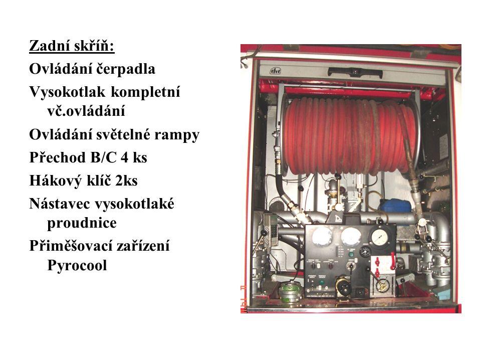 Zadní skříň: Ovládání čerpadla Vysokotlak kompletní vč.ovládání Ovládání světelné rampy Přechod B/C 4 ks Hákový klíč 2ks Nástavec vysokotlaké proudnice Přiměšovací zařízení Pyrocool
