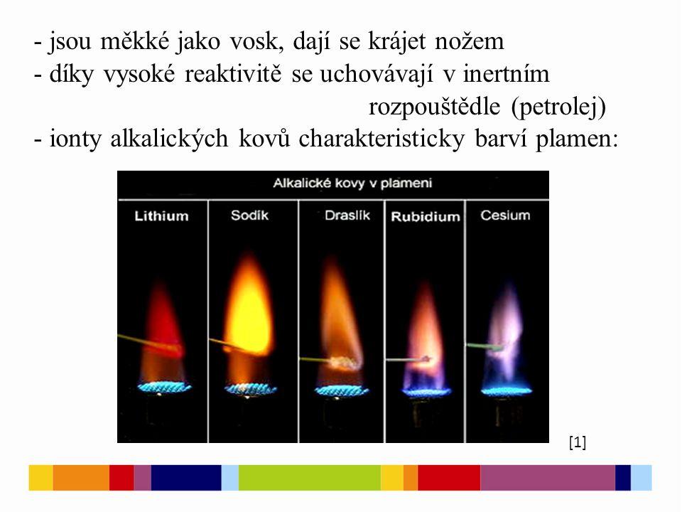 - jsou měkké jako vosk, dají se krájet nožem - díky vysoké reaktivitě se uchovávají v inertním rozpouštědle (petrolej) - ionty alkalických kovů charakteristicky barví plamen: [1]