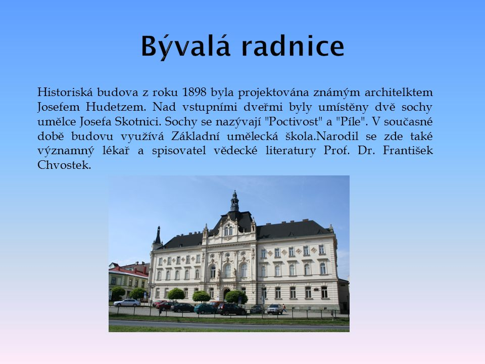 Historiská budova z roku 1898 byla projektována známým architelktem Josefem Hudetzem.