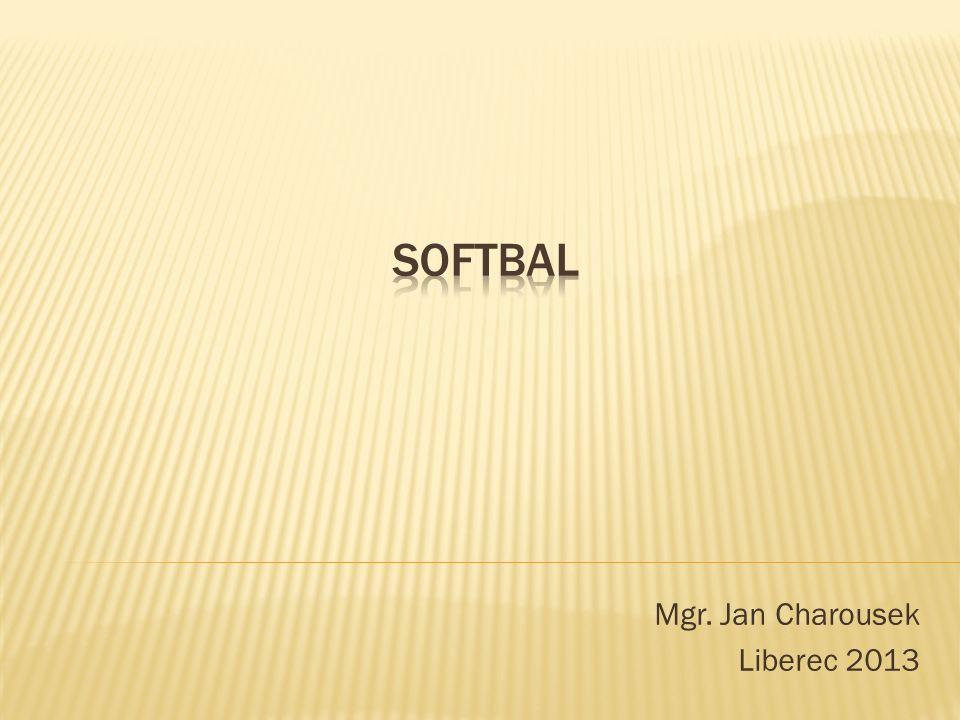  Softbal je pálkovací hra dvou mužstev, která se střídají ve hře na pálce a ve hře v poli.