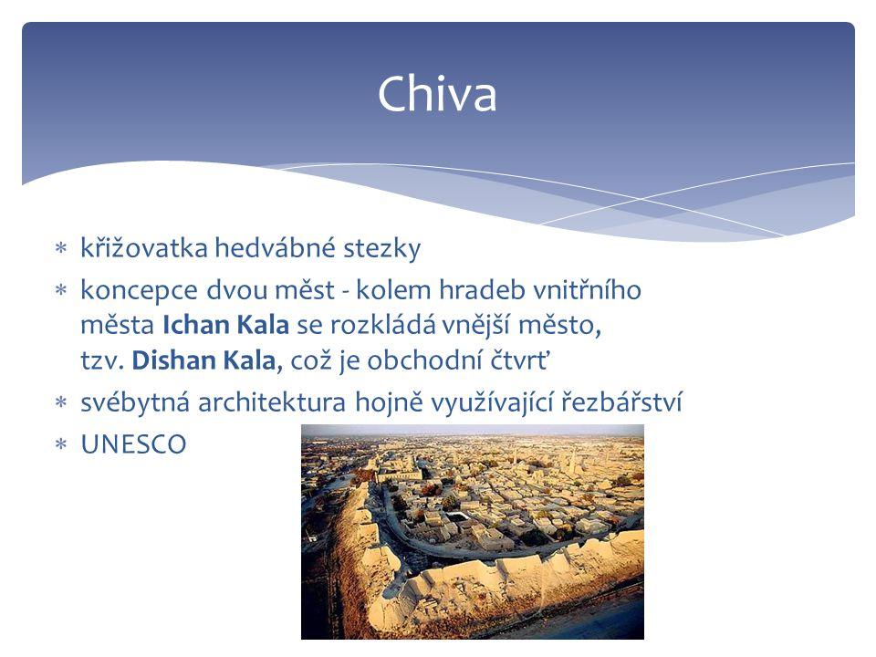  křižovatka hedvábné stezky  koncepce dvou měst - kolem hradeb vnitřního města Ichan Kala se rozkládá vnější město, tzv.