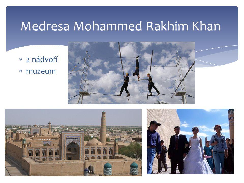  2 nádvoří  muzeum Medresa Mohammed Rakhim Khan