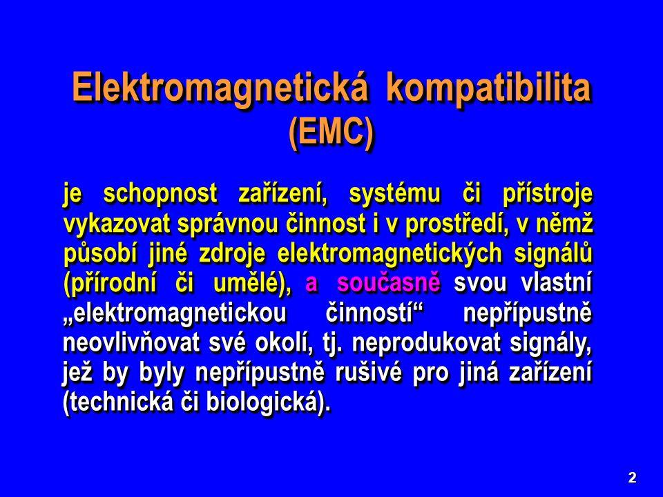 """2 Elektromagnetická kompatibilita (EMC) je schopnost zařízení, systému či přístroje vykazovat správnou činnost i v prostředí, v němž působí jiné zdroje elektromagnetických signálů (přírodní či umělé), svou vlastní """"elektromagnetickou činností nepřípustně neovlivňovat své okolí, tj."""