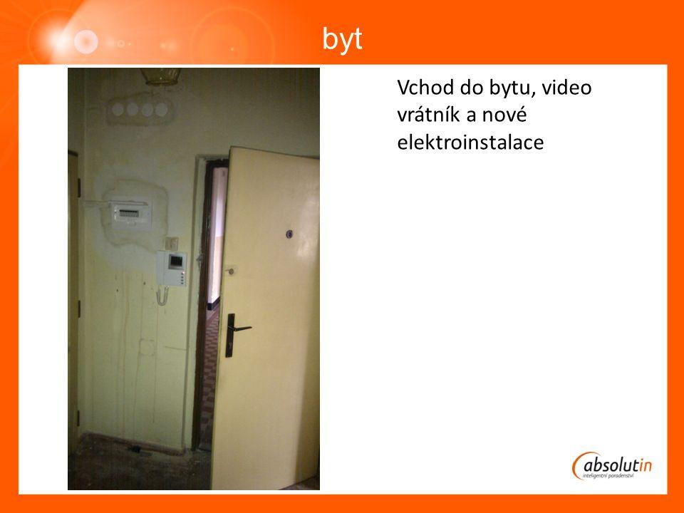 byt Vchod do bytu, video vrátník a nové elektroinstalace