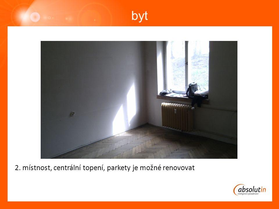 byt 2. místnost, centrální topení, parkety je možné renovovat