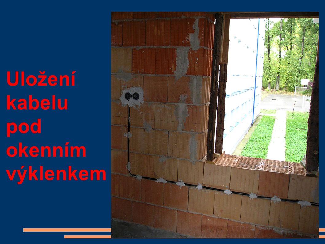 Uložení kabelu pod okenním výklenkem