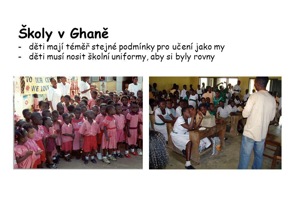 Školy v Ghaně - děti mají téměř stejné podmínky pro učení jako my - děti musí nosit školní uniformy, aby si byly rovny