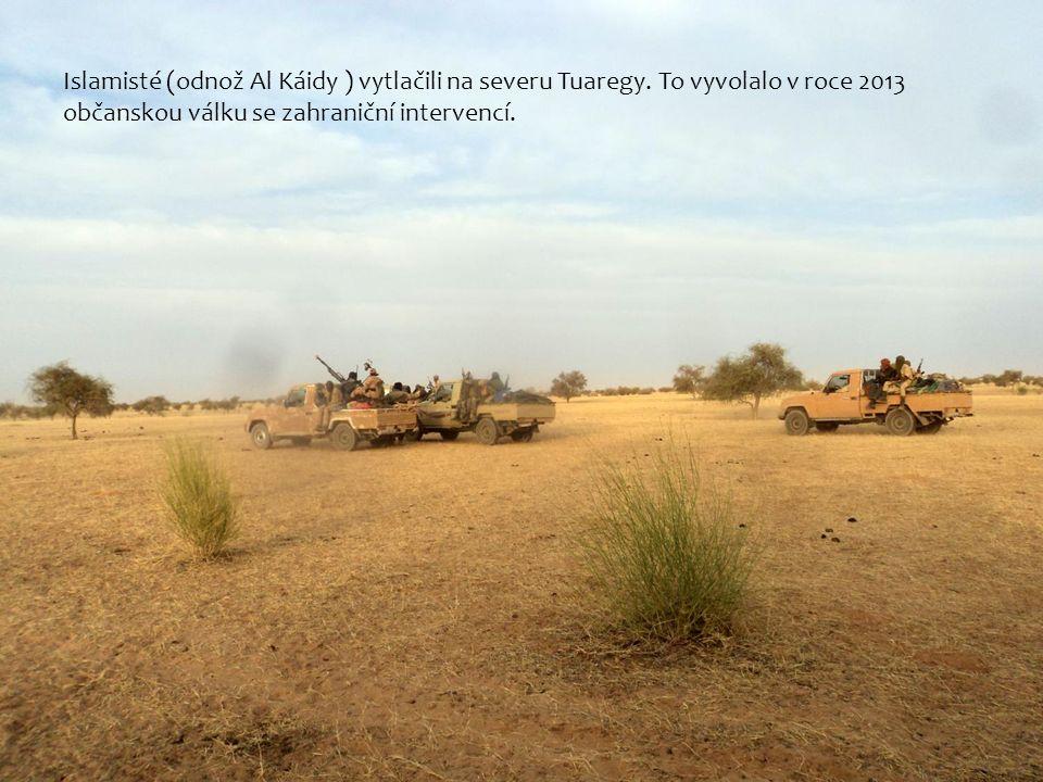 Islamisté (odnož Al Káidy ) vytlačili na severu Tuaregy.