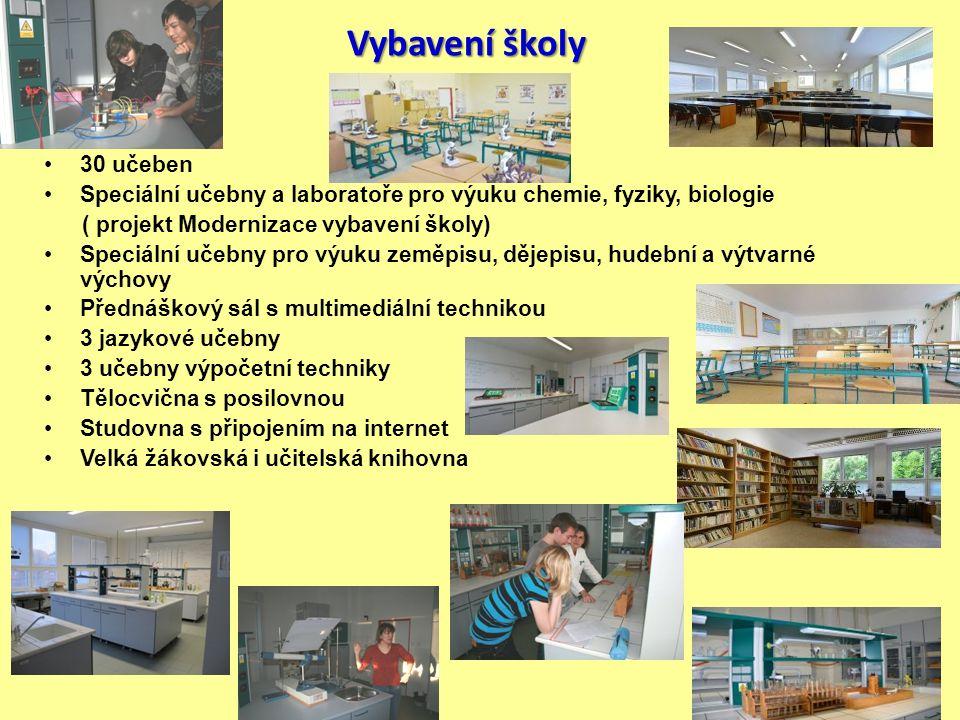 Vybavení školy 30 učeben Speciální učebny a laboratoře pro výuku chemie, fyziky, biologie ( projekt Modernizace vybavení školy) Speciální učebny pro v