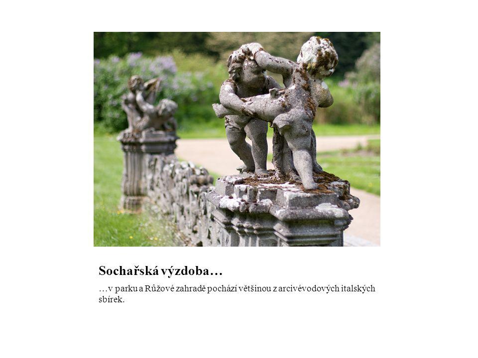 Sochařská výzdoba… …v parku a Růžové zahradě pochází většinou z arcivévodových italských sbírek.