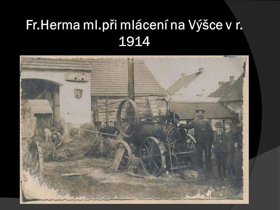 Fr.Herma ml.při mlácení na Výšce v r. 1914