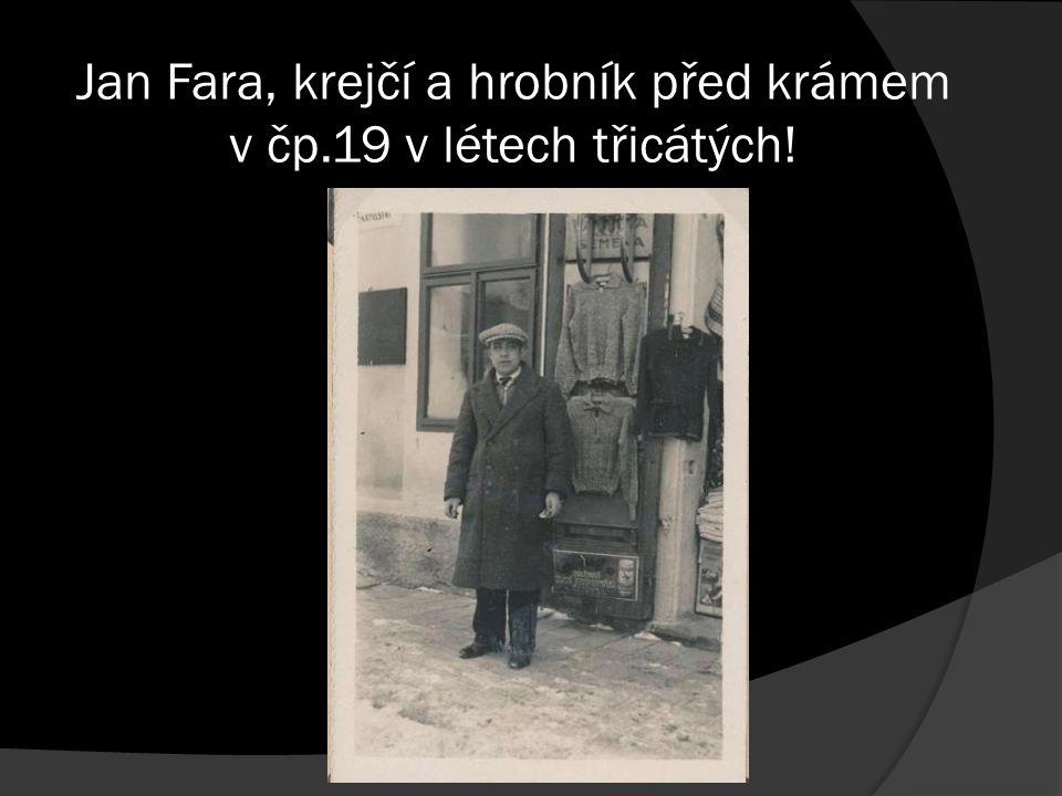 Jan Fara, krejčí a hrobník před krámem v čp.19 v létech třicátých!