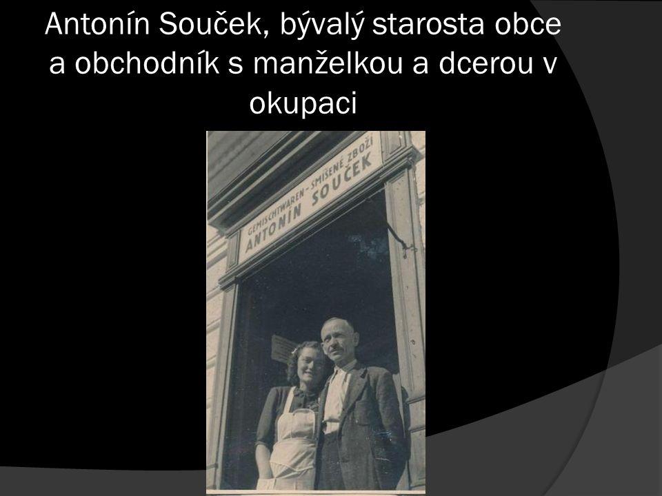 Antonín Souček, bývalý starosta obce a obchodník s manželkou a dcerou v okupaci