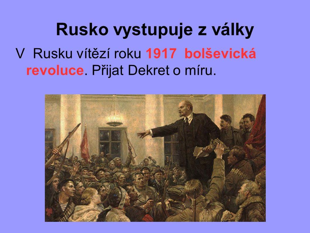 Rusko vystupuje z války V Rusku vítězí roku 1917 bolševická revoluce. Přijat Dekret o míru.