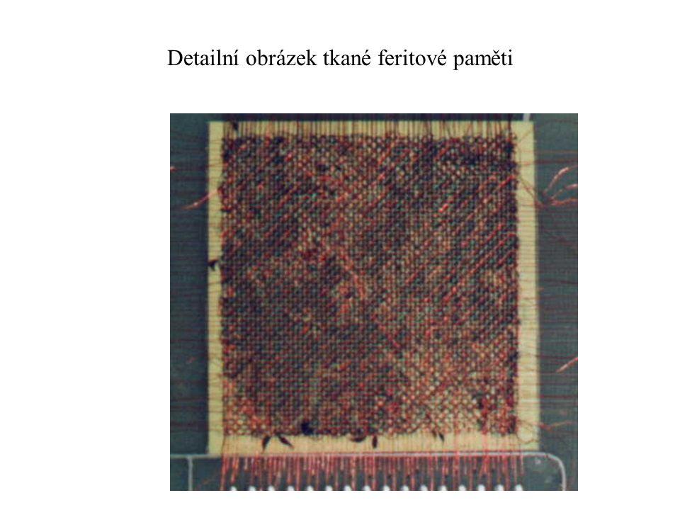 Detailní obrázek tkané feritové paměti
