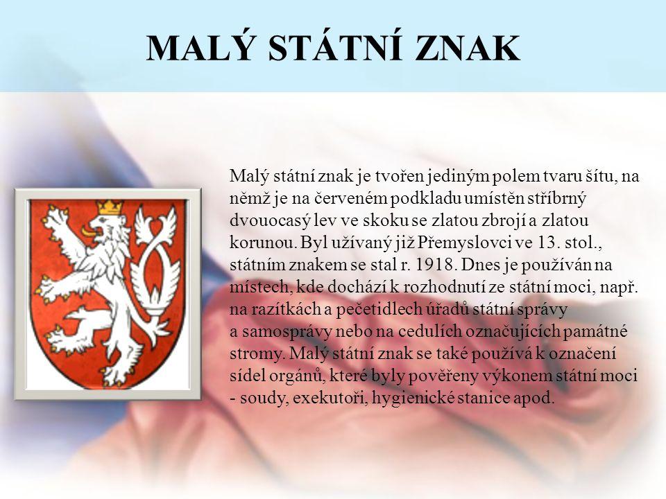 MALÝ STÁTNÍ ZNAK Malý státní znak je tvořen jediným polem tvaru šítu, na němž je na červeném podkladu umístěn stříbrný dvouocasý lev ve skoku se zlato