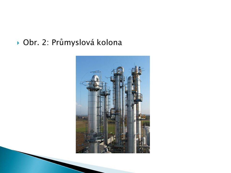 V základním procesu se používají tři rektifikační kolony:  Předehřívací kolona, kde se z ropy zahřáté na 200 o C oddělují plynné uhlovodíky a lehký benzín.