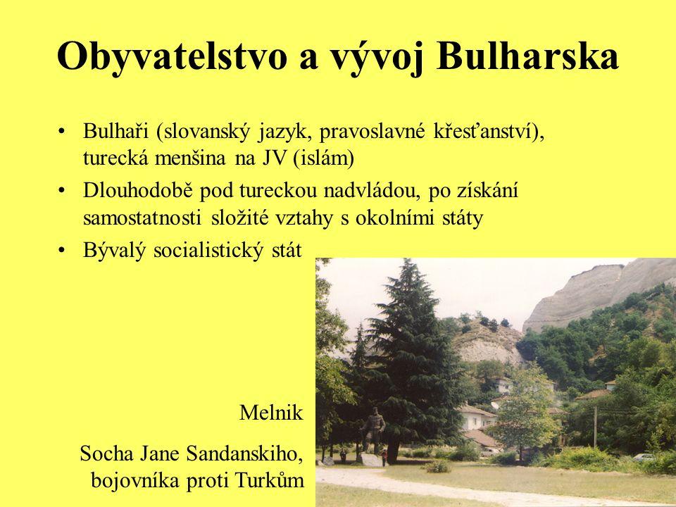 Obyvatelstvo a vývoj Bulharska Bulhaři (slovanský jazyk, pravoslavné křesťanství), turecká menšina na JV (islám) Dlouhodobě pod tureckou nadvládou, po získání samostatnosti složité vztahy s okolními státy Bývalý socialistický stát Melnik Socha Jane Sandanskiho, bojovníka proti Turkům