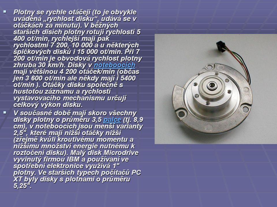 """ Plotny se rychle otáčejí (to je obvykle uváděná """"rychlost disku"""", udává se v otáčkách za minutu). V běžných starších disích plotny rotují rychlostí"""