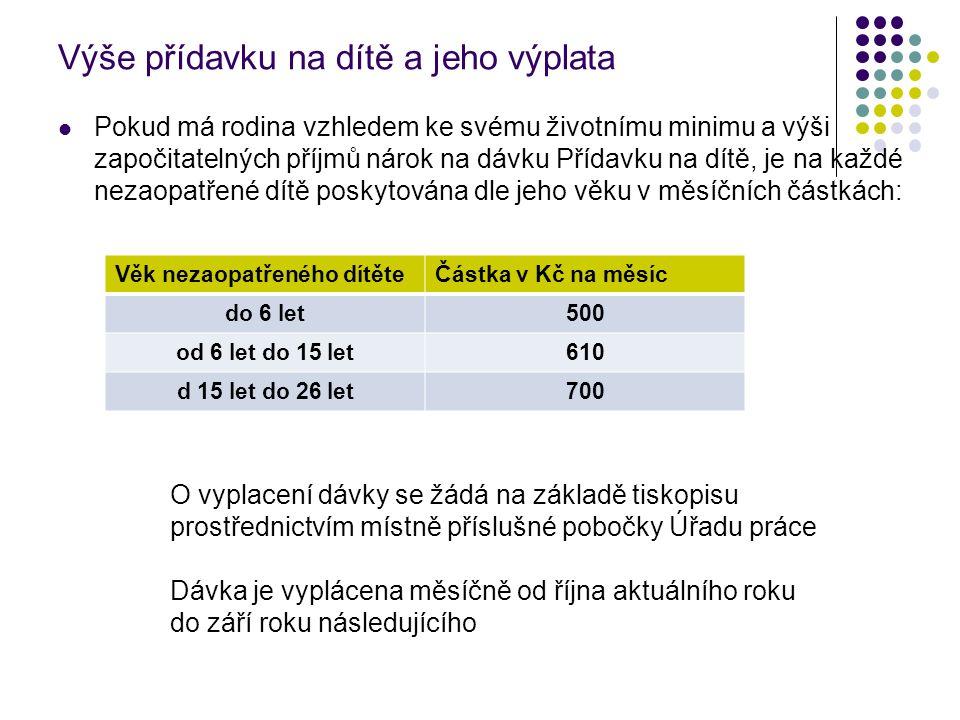 Výše přídavku na dítě a jeho výplata Pokud má rodina vzhledem ke svému životnímu minimu a výši započitatelných příjmů nárok na dávku Přídavku na dítě, je na každé nezaopatřené dítě poskytována dle jeho věku v měsíčních částkách: Věk nezaopatřeného dítěteČástka v Kč na měsíc do 6 let500 od 6 let do 15 let610 d 15 let do 26 let700 O vyplacení dávky se žádá na základě tiskopisu prostřednictvím místně příslušné pobočky Úřadu práce Dávka je vyplácena měsíčně od října aktuálního roku do září roku následujícího