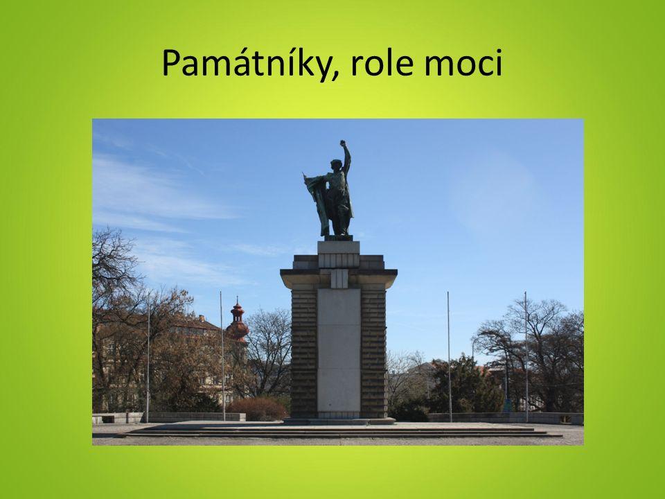 Památníky, role moci