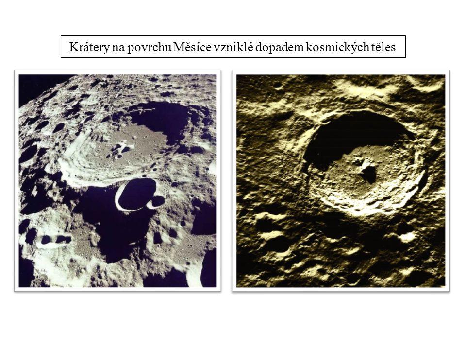 Krátery na povrchu Měsíce vzniklé dopadem kosmických těles