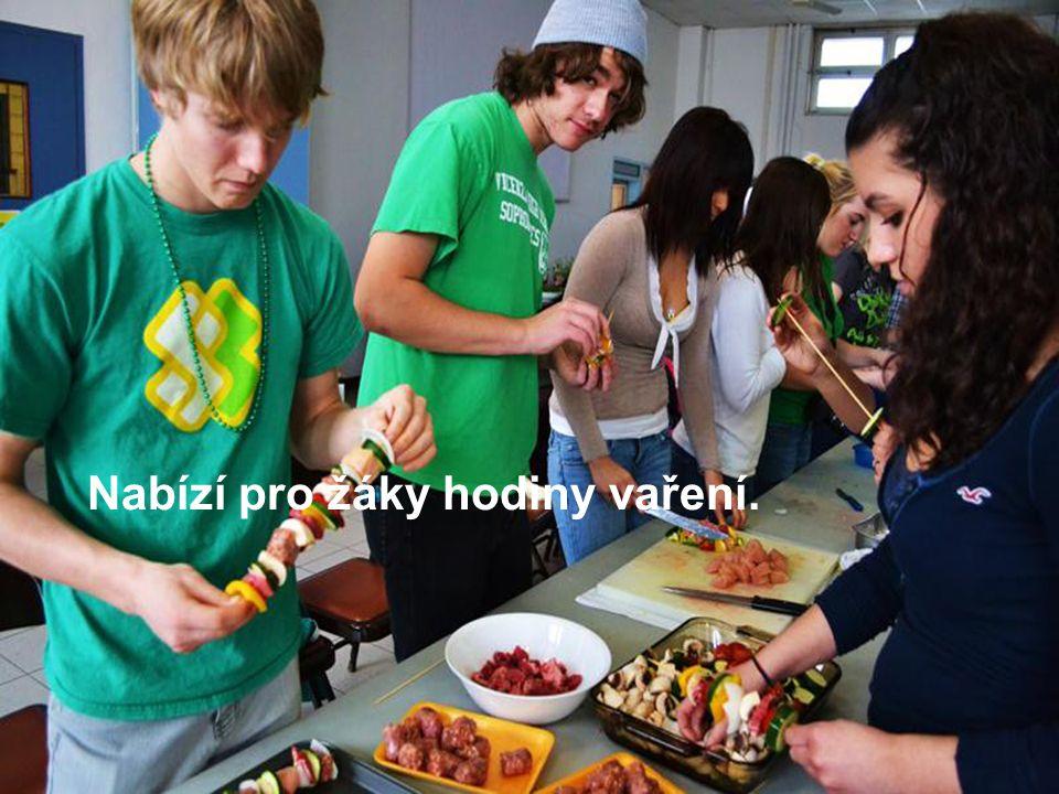 Nabízí pro žáky hodiny vaření.