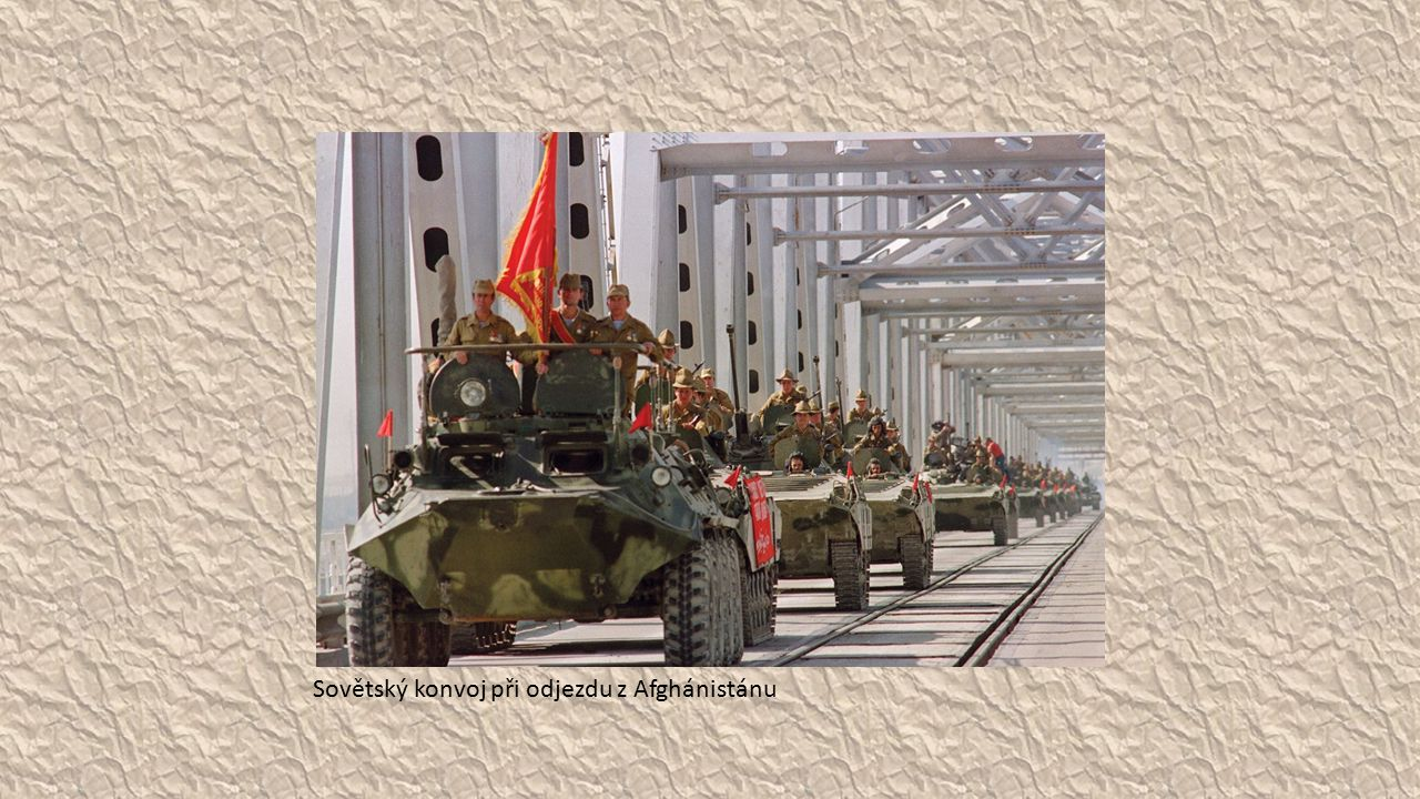 Sovětský konvoj při odjezdu z Afghánistánu