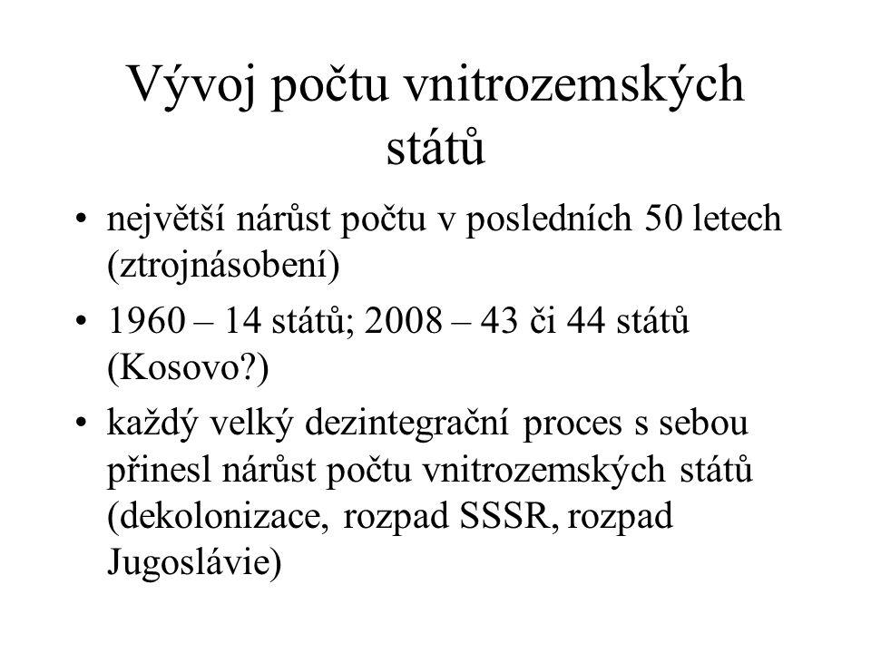 Vývoj počtu vnitrozemských států největší nárůst počtu v posledních 50 letech (ztrojnásobení) 1960 – 14 států; 2008 – 43 či 44 států (Kosovo ) každý velký dezintegrační proces s sebou přinesl nárůst počtu vnitrozemských států (dekolonizace, rozpad SSSR, rozpad Jugoslávie)