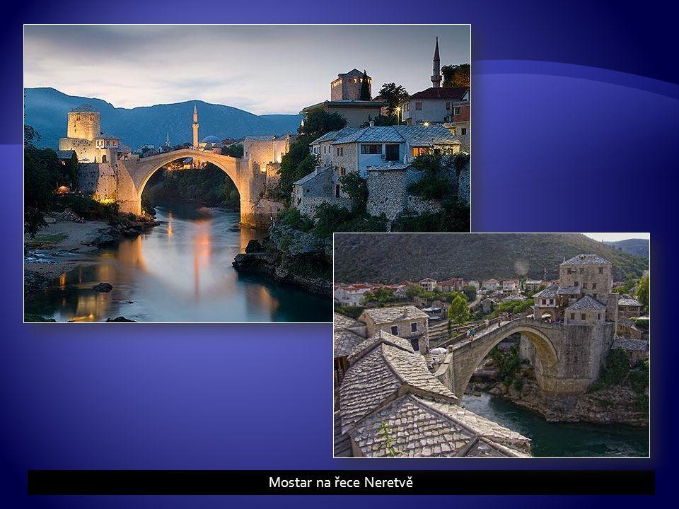 Mostar na řece Neretvě
