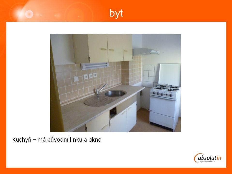 byt Kuchyň – má původní linku a okno