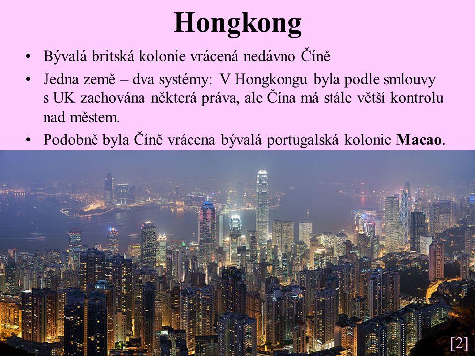 Hongkong Bývalá britská kolonie vrácená nedávno Číně Jedna země – dva systémy: V Hongkongu byla podle smlouvy s UK zachována některá práva, ale Čína má stále větší kontrolu nad městem.