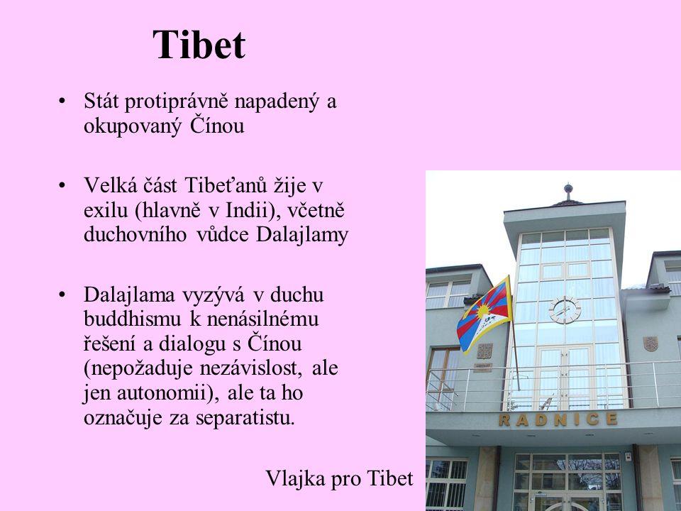 Tibet Stát protiprávně napadený a okupovaný Čínou Velká část Tibeťanů žije v exilu (hlavně v Indii), včetně duchovního vůdce Dalajlamy Dalajlama vyzývá v duchu buddhismu k nenásilnému řešení a dialogu s Čínou (nepožaduje nezávislost, ale jen autonomii), ale ta ho označuje za separatistu.