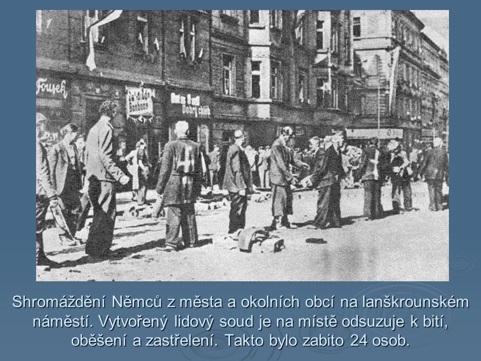 Shromáždění Němců z města a okolních obcí na lanškrounském náměstí.