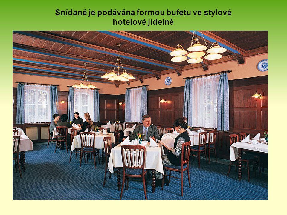 Snídaně je podávána formou bufetu ve stylové hotelové jídelně
