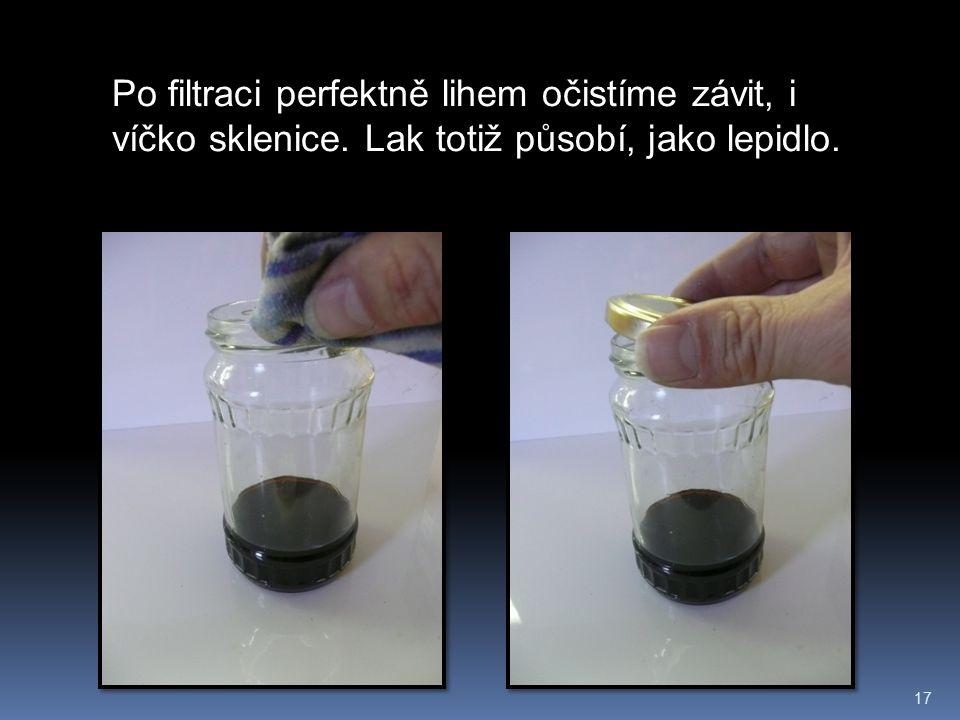 17 Po filtraci perfektně lihem očistíme závit, i víčko sklenice. Lak totiž působí, jako lepidlo.