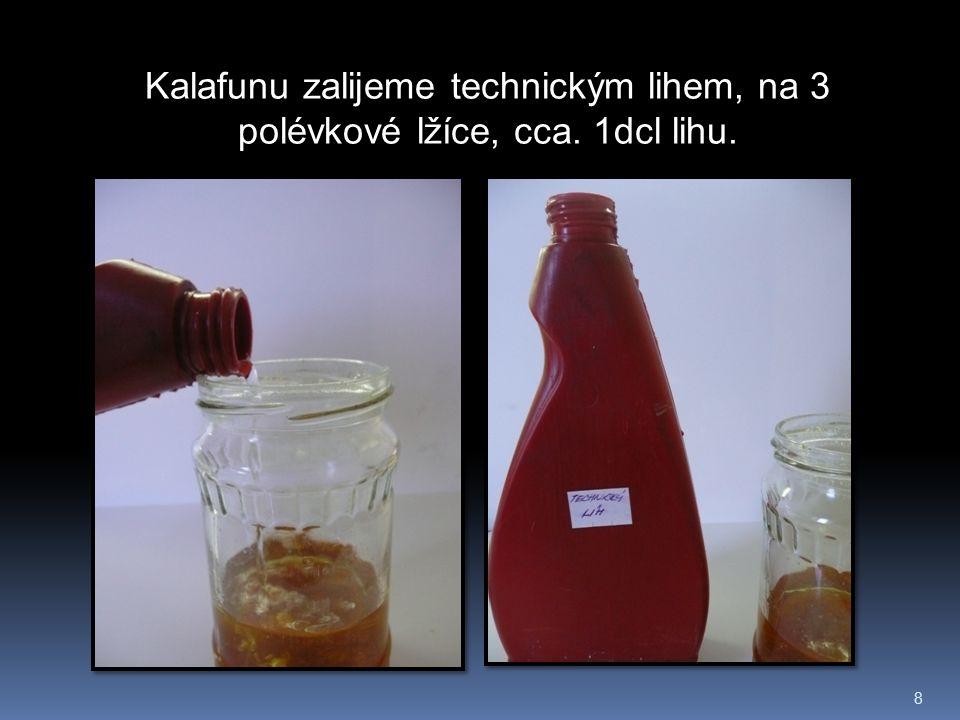 9 Kalafunu v lihu musíme dlouze, aby se rozpustilo, co možná největší množství.