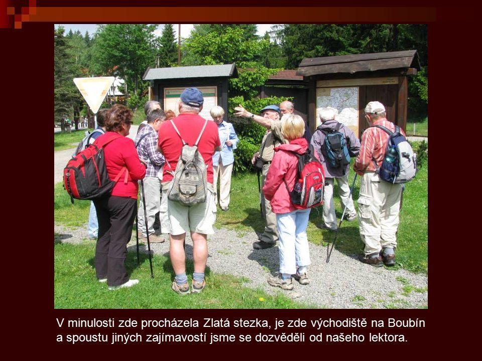 V minulosti zde procházela Zlatá stezka, je zde východiště na Boubín a spoustu jiných zajímavostí jsme se dozvěděli od našeho lektora.