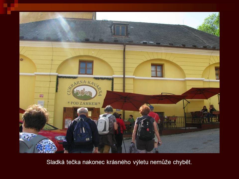 Národní kulturní památka, předměstský nárožní dům s roubeným průčelím omazaným mazankou.